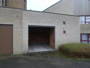 Zeer ruime garage te huur te Assebroek.Deze garage heeft een extra hoek waar fietsen en dergelijke kunnen geplaatst worden.Huurprijs is euro 73,81 (BT