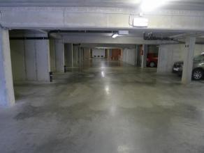 6 ondergrondse autostandplaatsen te huur te Assebroek, vlakbij het centrum van Brugge.Er is keuze tussen verschillende autostandplaatsen, qua lengte,