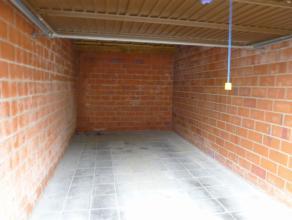 Mooie garage te huur te AssebroekDeze ruime garage (5,50m op 3,16m, inrijbreedte: 2,25m) is te Assebroek gelegen.Deze garage is onmiddellijk beschikba