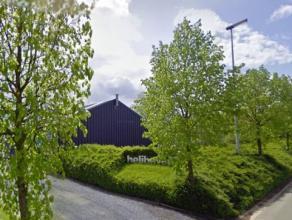 perceel industriegrond van 5.838 m² (60 m breed op 90-100 m diep), gelegen in zone voor milieubelastende industrieën, milieuvergunning klass