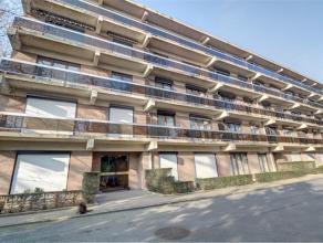 Laeken: Mont Saint Alban. Quartier résidentiel de standing et entourés de parc. Bel et spacieux (100 m2) appartement deux chambres situ&
