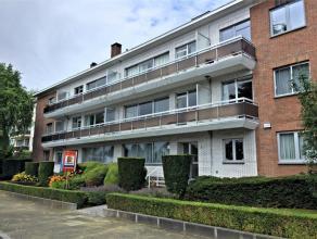 Dans un quartier calme, spacieux appartement de 90 m² situé au rez-de-chaussée avec terrasse composé d'un séjour de 3