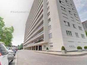 Située à deux pas des commerces De Wand, lumineux appartement au 9ème étage de 80 m2 entièrement rénov&eacut