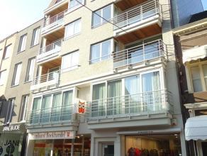LIGGING Nieuwbouw duplex appartement gelegen in het hartje van Blankenberge, de hoofdstraat, het volle stadscentrum, tussen station en strand, boven d