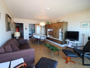 Gemeubileerd appartement met 2 slaapkamers op de zeedijk van Blankenberge. Het appartement bestaat uit: - inkomhal; - leefruimte; - aparte keuken; - 2