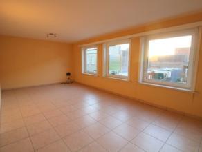 Appartement met 2 slaapkamers op de eerste verdieping van een kleine residentie. Het appartement bestaat uit: - inkomhal; - leefruimte; - open keuken;