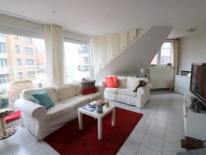 Zeer zonnig duplexappartement met 2 slaapkamers en 2 badkamers aan de haven van Blankenberge. Dit appartement bestaat uit: - inkomhal; - zonnige leefr