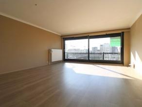 Zonnig appartement aan de haven met 2 slaapkamers op de tweede verdieping van de residentie Havenzicht. Dit appartement bestaat uit: - inkomhal; - zon
