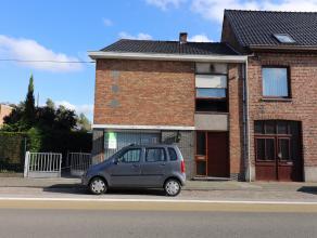 Dit familiale en ruim huis is gelegen in het gezellige dorpje Gistel. Deze half open bebouwing woning ligt in de nabijheid van oprit 5 van de E40, het