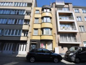 Welgelegen opbrengsteigendom met drie zongerichte appartementen en benutbare dakverdieping - 142 m² - stadscentrum Oostende vlakbij station en ja