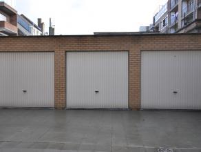 Afgesloten garagebox in private garagecomplex - gelijkvloersverdieping - uitstekende locatie nabij bibliotheek, strand, Kinepolis en Petit-Paris Ooste