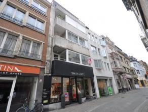 Zonnig appartement in gezellige winkel-/wandelstraat Oostende - totaalrenovatie ondergaan - vierde verdieping zonder lift - 75m² woonoppervlakte