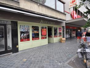 Handelsgelijkvloers 250 m² - zeer commerciële ligging -  naast zeer drukke Carrefour Market - in residentie 'Boulevard' - één