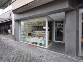 Handelsgelijkvloers op commerciële ligging - nabij Casino Kursaal en Marie Joséplein - buurt met kwalitatieve winkels - moderne inrichting