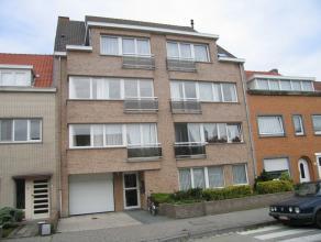 Instapklaar appartement in rustige buurt te Mariakerke.  Er is een ruime, zonnige living en een ingerichte keuken met berging en aansluiting voor de w