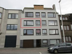 Gezellig instapklaar 2 slaapkamer appartement dichtbij zeedijk Mariakerke en winkels. Ingerichte keuken, badkamer met ligbad. Kelder en garagebox inbe