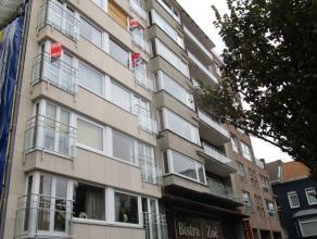 1 slaapkamer appartement gelegen in het midden van centrum. ruime living in parket, half ingerichte keuken en badkamer met ligbad. Open zicht op de Gr