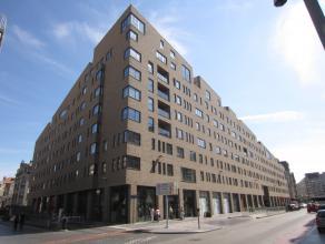 Centraal gelegen nieuwbouw appartement met autostaanplaats inbegrepen. Het appartement heeft drie slaapkamers. Ruime living met parketvloer en mooi zo