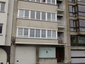 Prachtig gerenoveerd 2 slaapkamer appartement met een oppervlakte van 130m2. Ruime living met veel lichtinval en sierhaard. Nieuwe en volledig ingeric