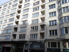 Ruim twee slaapkamer appartement gelegen aan het Marie Joséplein. Er is een ruim living met een mooi eiken parketvloer. Grote half ingerichte k