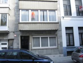 Volledig vernieuwd en instapklaar twee slaapkamer appartement gelegen in hartje Oostende,bij station en yachthaven. Ruime living met veel lichtinval,