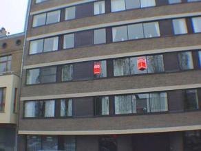 instapklaar appartement met 2 slaapkamer te huur in residentiele buurt te Oostende.  De ruime living en afzonderlijke keuken hebben een open zicht en