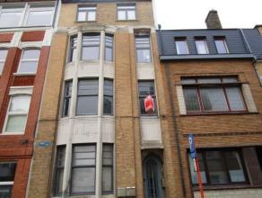 Volledig vernieuwd appartement gelegen te Oostende bij station en Koninginnebos.  De ingerichte open keuken en living zijn 40m2 groot.  Achteraan het