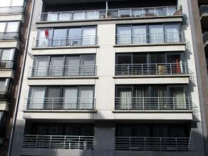 Prachtig 2 slaapkamer appartement beschikbaar nabij het Leopold Plein. Ruime living met veel lichtinval. Open ingerichte keuken met bijhorende berging