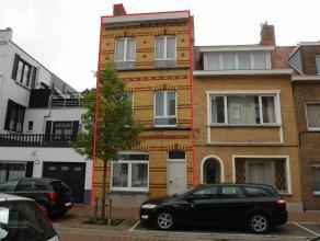 Rijwoning momenteel ingedeeld in 3 appartementen maar makkelijk terug om te vormen tot gezinswoning!<br /> Gelegen in de onmiddellijke nabijheid van s