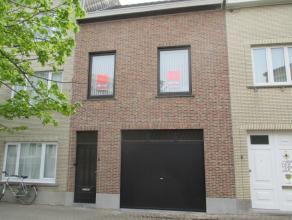 Zeer gerieflijke bel-étage met zeer ruime garage/werkplaats gelegen in het Westerkwartier Oostende, met zonnige koer, 3 slaapkamers + speelkame
