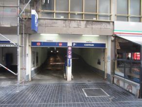 Autostandplaats nr 423 te huur in het Europacentrum, 1° verdieping, constante camerabewaking en u kunt gebruik maken van de lift in het gebouw.