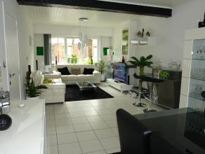 Mooie, zeer lichtrijke woning met zonnige tuin.  3 slaapkamers waarvan er 2 zeer ruim zijn.  Nieuwe hypergeïnstalleerde keuken met alle comfort e