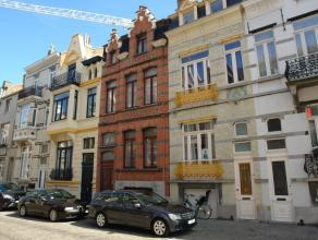 Zeer goed onderhouden oud herenhuis bestaande uit 3 verzorgde en verhuurde appartementen. Tussen Petit Paris en het AZ Hendrik Serruys. In de buurt va