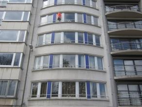 Ruim 3 slaapkamer appartement met prachtig zicht op het Leopold Park. De living is zeer ruim - zonnekant. Er is een volledig ingerichte keuken met ont