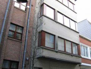 Gezellig appartement in het centrum van Oostende. Goede ligging ter hoogte van het Mijnplein en de Groentemarkt. HalfiIngerichte  open keuken. Badkame