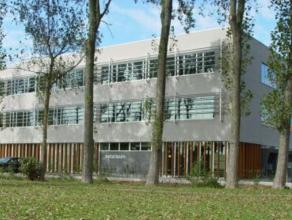 Standingvol project aan het Kennedyrondpunt te Oostende, perfect ingerichte kantoorruimte, 422 m², alle voorzieningen, 11 parkings, unieke kans o