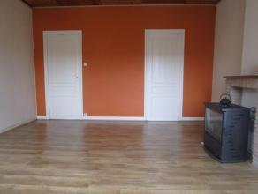 Gezellig 3 slaapkamer appartement gelegen in het Westerkwartier. Living vooraan en half ingerichte keuken achteraan. Badkamer met douche en aansluitin
