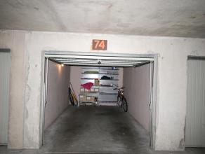 Deze gesloten garagebox is gelegen op de -1 verdieping van residentie Equus, vlakij de Zeedijk. De garage is 5,43m diep, 1,88m hoog en 2,27m breed.