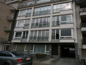 Deze gesloten garagebox is gelegen op de -1 verdieping van residentie Veronica, vlakbij de Zeedijk. De garage heeft een breedte van 2m50 en een diepte