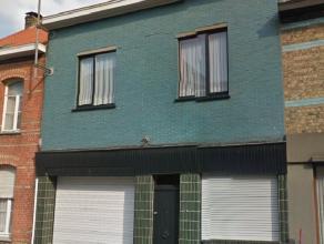 Deze te renoveren rijwoning is gelegen in de Neerhofstraat en bevindt zich in het centrum van het rustige en groene Gistel. De woning is volledig te r
