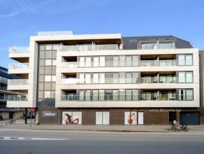 PRACHTIG NIEUWBOUW, DUPLEX APPARTEMENT GELEGEN TE OOSTENDEHet appartement omvat een inkomhal met wc, een ruime, zonnige living met rustig gelegen terr
