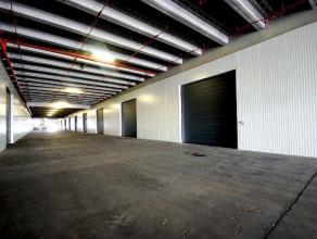 betonnen constructie, betonnen vloer, betonnen dak, ontladingslampen, elektrische sectionaalpoort met codeklavier (h: 5m, b: 5m), vrije hoogte: 7m<br
