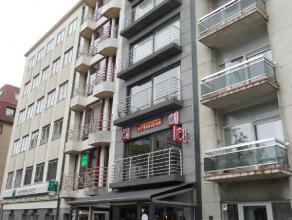 Het appartement gelegen op de tweede verdieping bestaat uiteen ruime woonkamer met balkoneen open,volledig ingerichte keuken,slaapkamer tevens voorzie