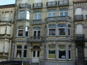Appartement met 3 slaapkamers in mooi oud karaktervol gebouw in het centrum van Blankenberge. Gerenoveerd met stijl!Mooie ruime living met veel lichti