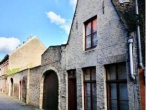 de woning is gehuisvest in het charmante hartje van Brugge;gerenoveerd in 1979;wat de woning aantrekkelijk maakt is de authenticiteit die bewaard is g