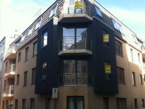 Indeling:luchtige woonkamer met open volledig geïnstalleerde keuken;balkon;badkamer met ligbad;apart toilet;twee slaapkamers;berging;kelderbergin