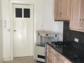 Appartement 2 chambres de+/- 90m² surface habitable ,liiwing +/-45m²,cuisine de +/-12m²hyper équipée,chambres de +/- 25 e