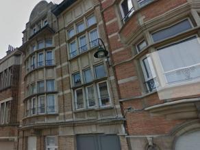 Proximité de l'école Européen , des commerces et transports en commun .Appartement lumineux d'une surface habitable de +/-70m&sup