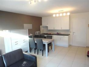 Zeer fraai nieuwbouwappartement gelegen in de Mosselstraat te Gistel. Het appartement is voorzien van een ruime woonkamer en eetplaats, volledig ge&iu