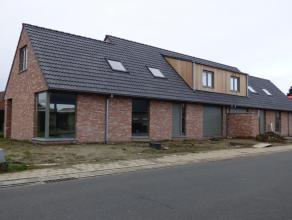 In het West-Vlaamse Ichtegem bieden wij u deze 2 halfopen nieuwbouwwoningen aan in een rustige en groene omgeving met veel lichtinval en een open zich
